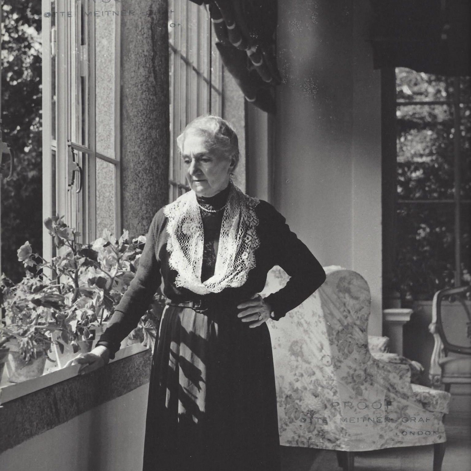 Eugenia Magnani Rocca nella loggia di Villa Magnani