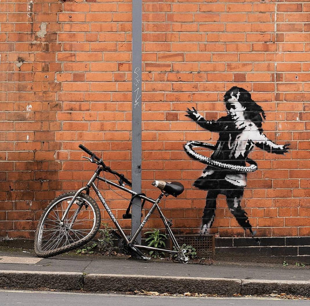 murale di banksy bambina
