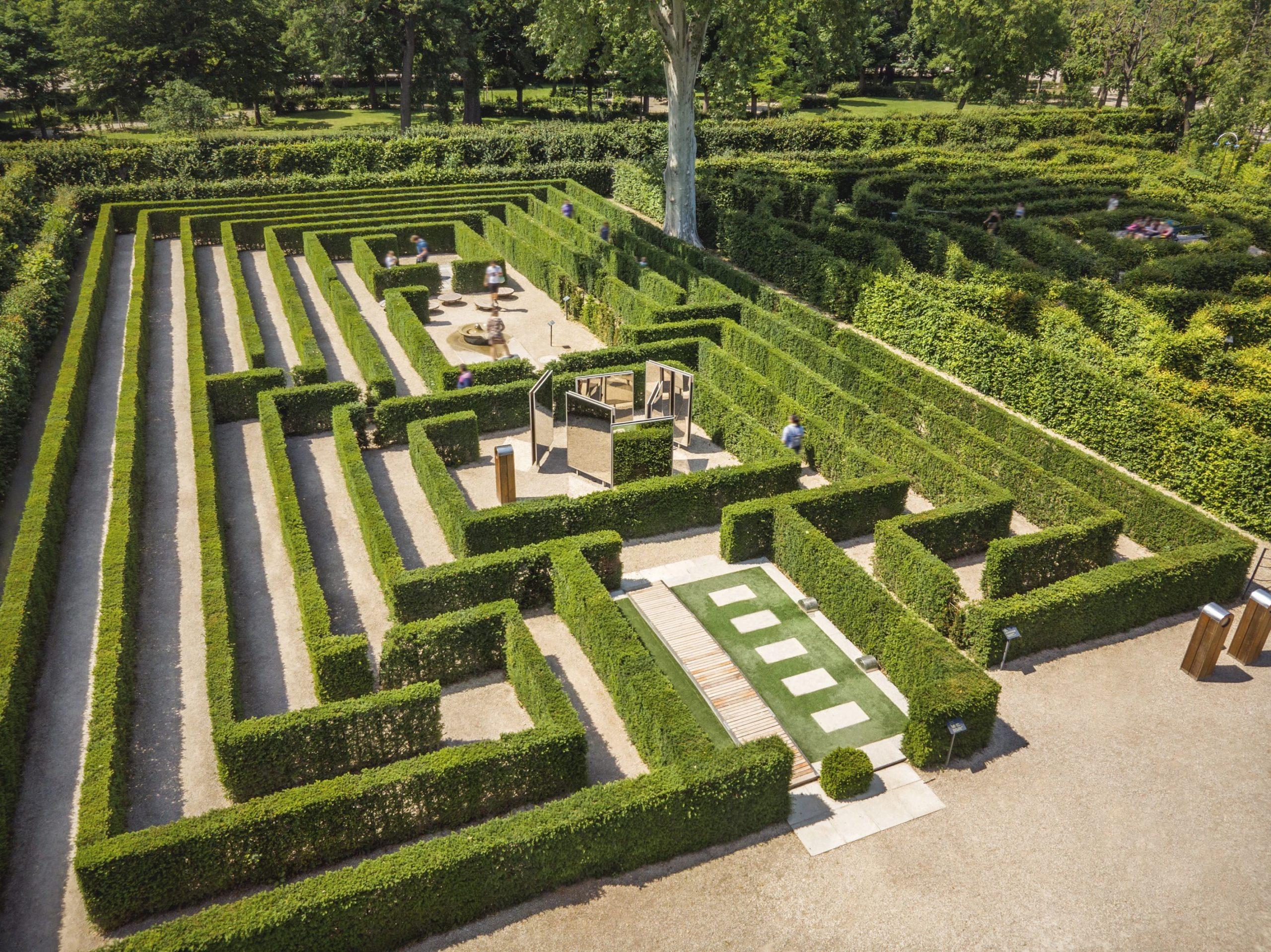 Schoenbrunn Palace, Maze_and Labyrinth © Schloss Schoenbrunn Kultur und Betriebsges.m.b.H._Severin_Wurnig__1_
