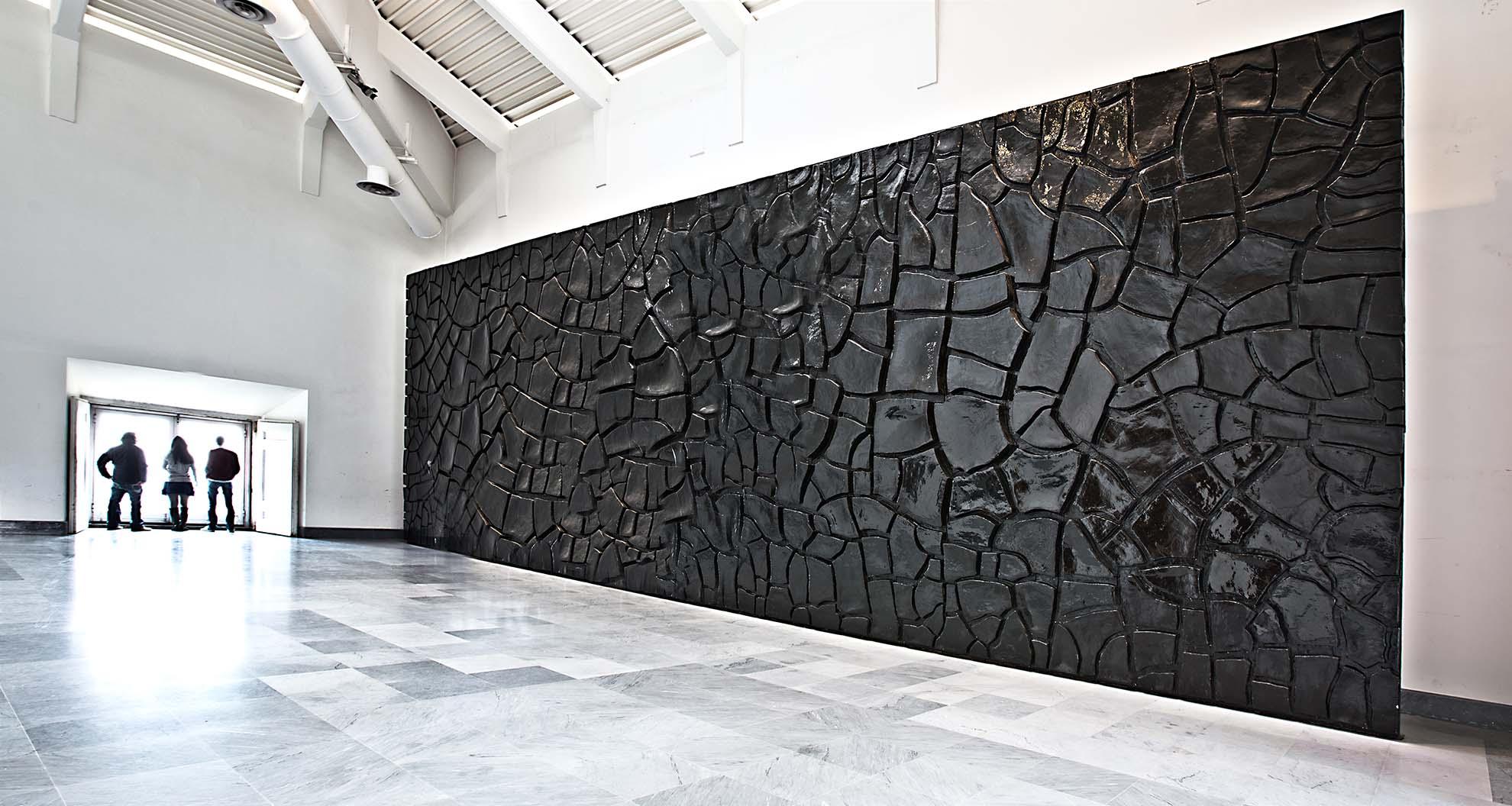 """Alberto Burri, """"Grande cretto nero"""" """"Courtesy Museo e Real Bosco di Capodimonte"""""""