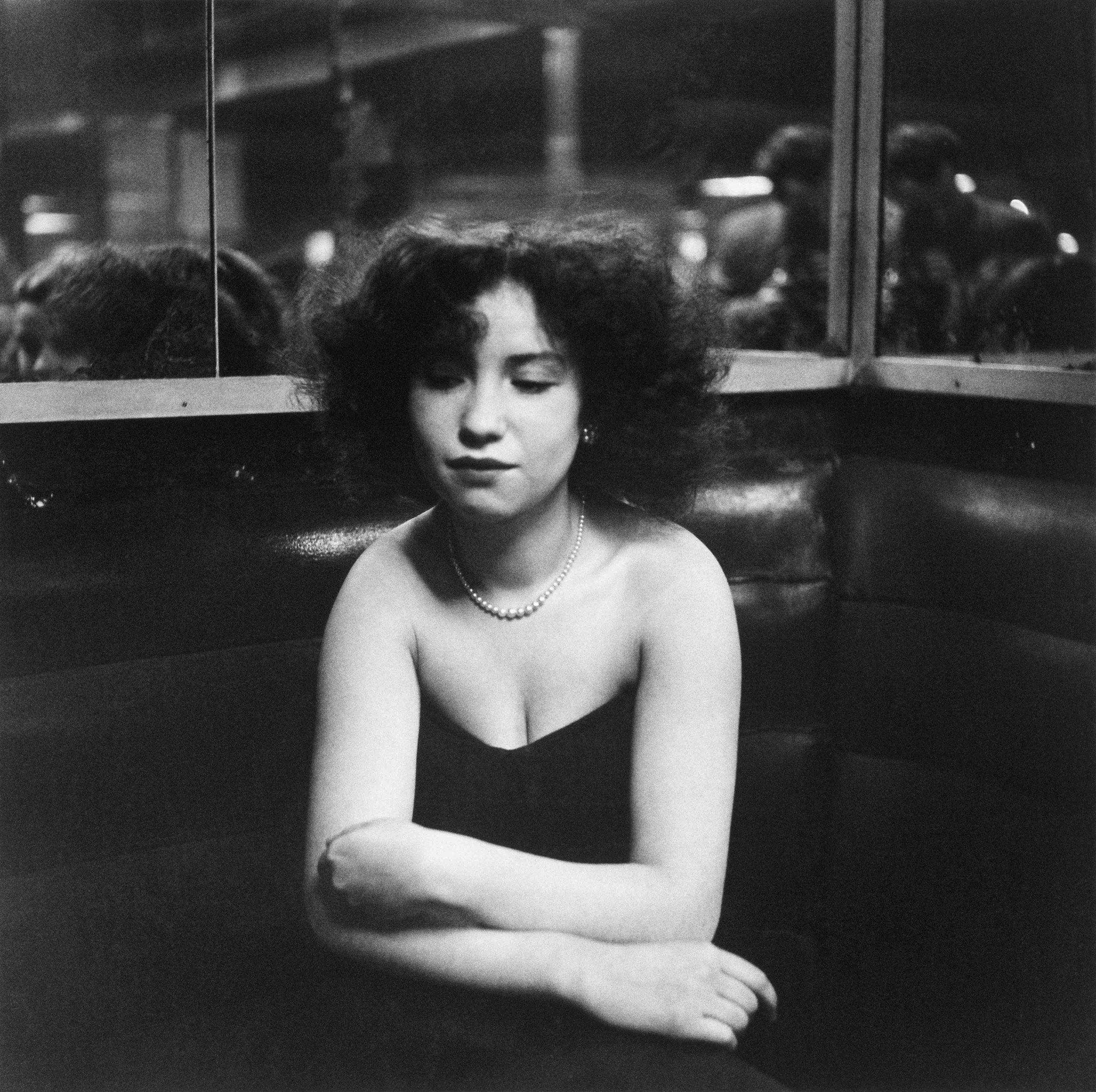 Mademoiselle Anita, cabaret « La Boule Rouge », rue de Lappe, Paris, 1950 © Robert Doisneau
